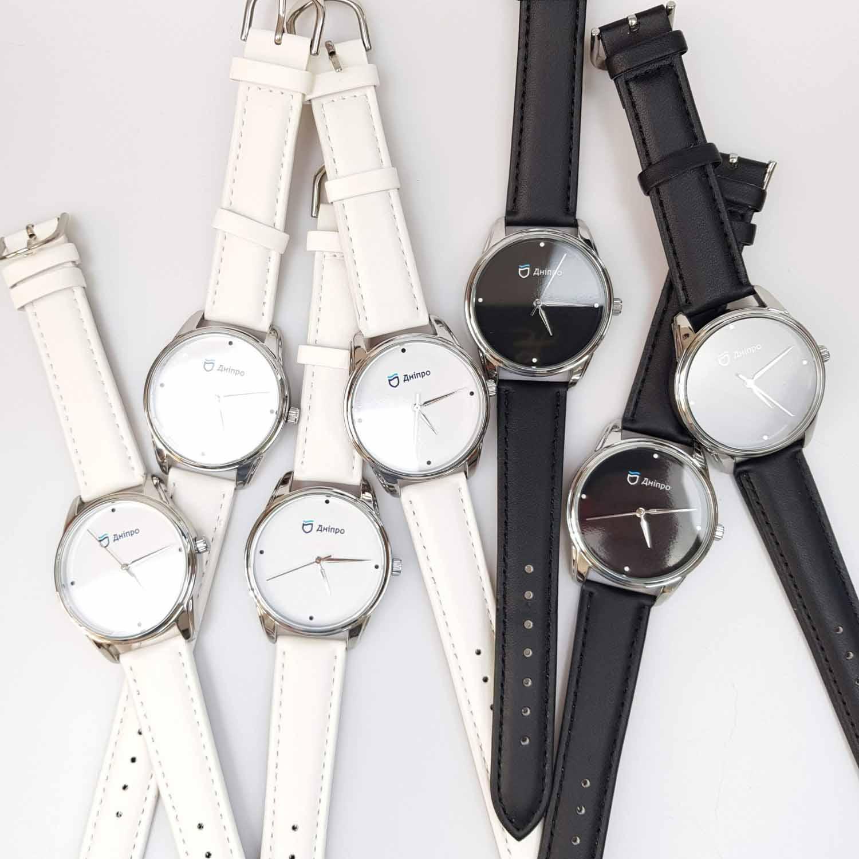 Брендовані годинники з логотипом