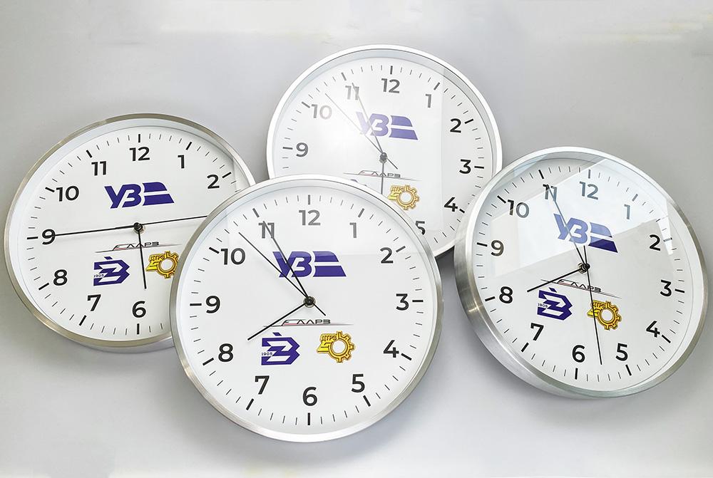 логотип на годиннику