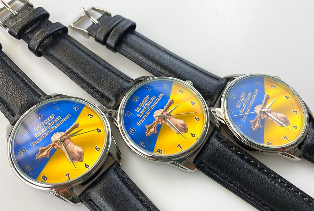 часы с логотипом бмв