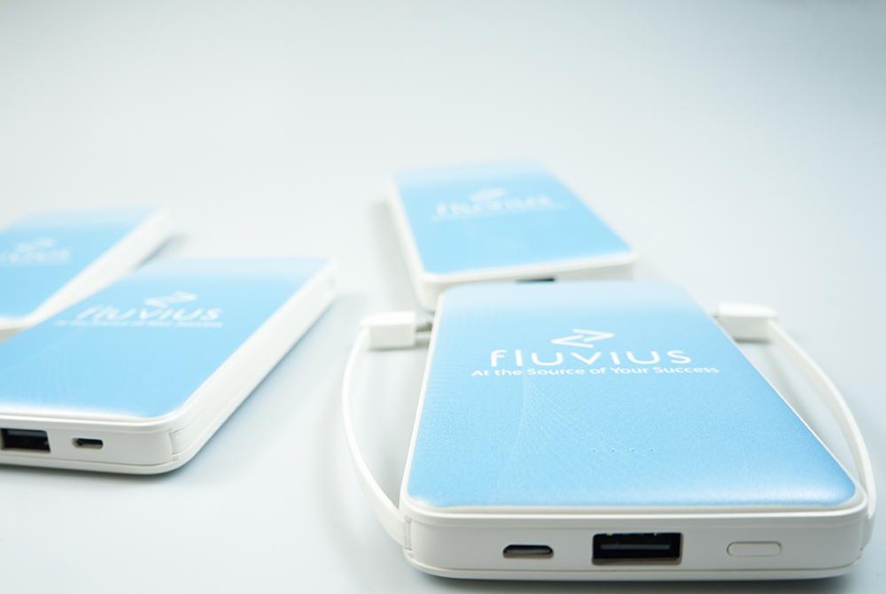 портативная батарея с лого
